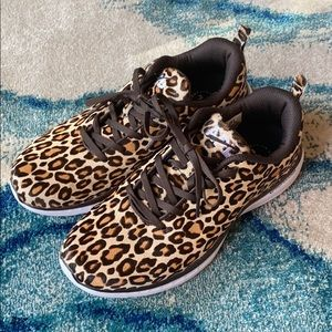 APL Women's Iconic Pro Cheetah sneakers 9.5